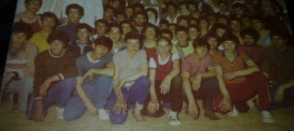 جمعی از جوانان ورزشکار خوانسار سال 1357