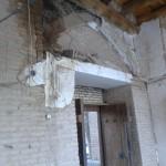 مسجد جامع خوانسار: سر در جنوبی که در اثر رطوبت چند روز پیش ریزش داشت.